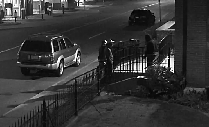 Suspects-and-Male-Witness-on-View-Street